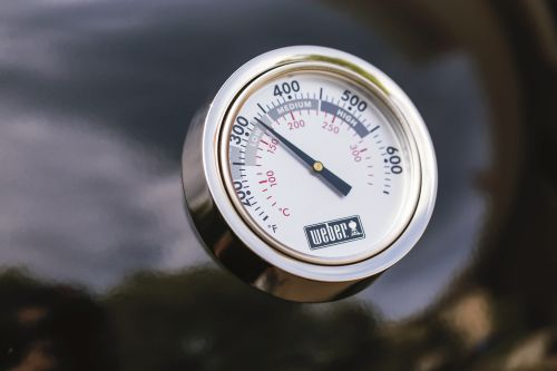 Weber_SummitCharcoalGrill_Deckelthermometer