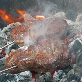 cave man steak auf der Glut-fertig